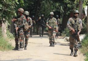 जम्मू-कश्मीर: सुरक्षा बलों और आतंकवादी के बीच मुठभेड़, दो दहशतगर्दों के घिरे होने की आशंका