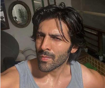 कार्तिक आर्यन ने अपने अंदाज में कहा : मास्क पहनना है जरूरी