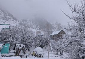 कश्मीर-लद्दाख, हिमाचल में हुई सीजन की पहली बर्फबारी, देखें दिलकश तस्वीरें