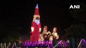 Merry Christmas: कोरोना संकट के बीच दुनियाभर में क्रिसमस की धूम, सोशल डिस्टेसिंग के साथ मनाया जा रहा पर्व