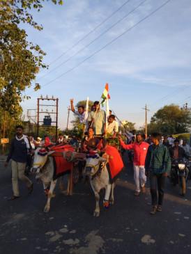 किसान आंदोलन में शामिल होने दिल्लीरवाना हुए राज्यमंत्री बच्चू कडू, काफीले में 30 ट्रैक्टर सहित 80 वाहन