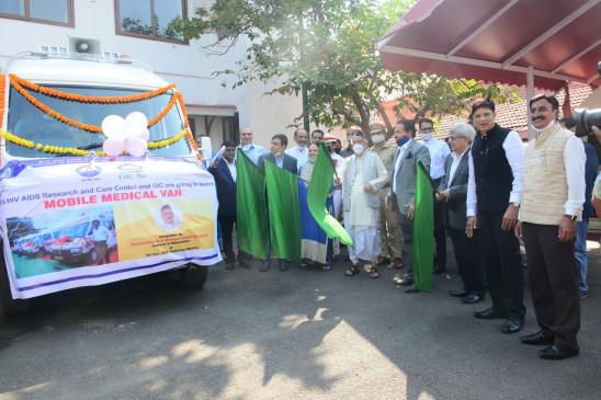 मुंबई की 20 बस्तियों के लिए मोबाइल मेडिकल वैन का शुभारंभ