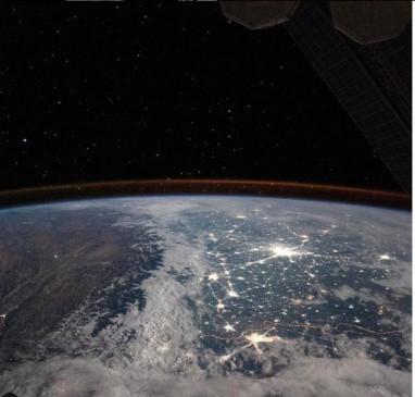 NASA: अंतरिक्ष से कैमरे में कैद हुआ बर्फ में लिपटा हिमालय और चमचमाती दिल्ली