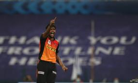 भारत के लिए खेलने वाले 11वें बाएं हाथ के तेज गेंदबाज बने नटराजन
