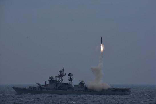 नौसेना ने ब्रह्मोस मिसाइल के एंटी-शिप वर्जन का किया सफल परीक्षण