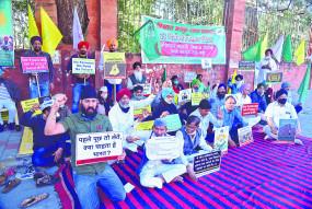 कृषि कानून का विरोध: संविधान चौक पर प्रदर्शनबीर खालसा दल की भूख हड़ताल