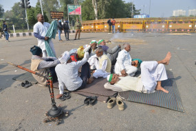 दिल्ली की सीमाओं पर प्रदर्शन कर रहे किसानों को हटाने के लिए सुप्रीम कोर्ट में याचिका दायर