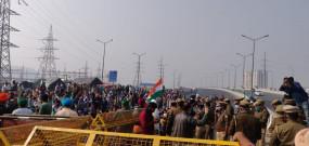 प्रदर्शनकारी किसानों ने दिल्ली से उप्र जाने वाले राजमार्ग को अवरुद्ध किया