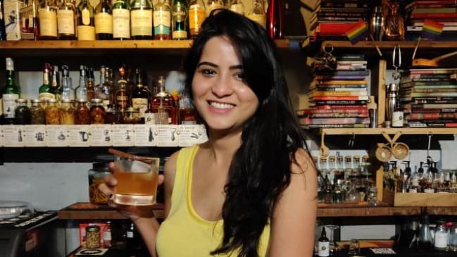 महिलाएं शराब नहीं परोस सकती थीं, कानून बदला और बदल गई मीनाक्षी की Life, दुनियाभर में टॉप पर हैSidecar Bar