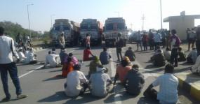 दिल्ली में हो रहे आंदोलन के समर्थन में वर्धा के किसानों ने किया निद्रा आंदोलन