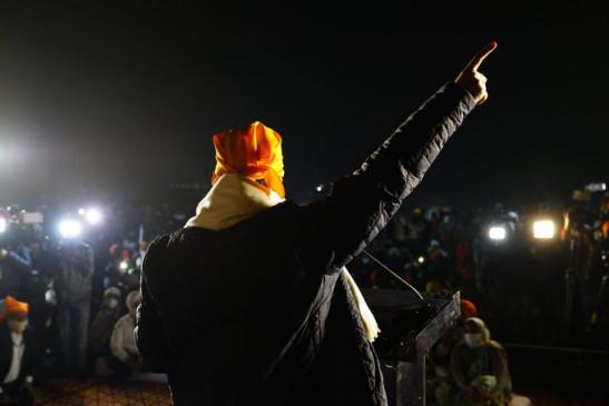 Farmers Protest: किसानों से मिलने सिंघु बॉर्डर पहुंचे केजरीवाल, बोले- सरकार तीनों कानूनों को वापस ले, और कितनी शहादत चाहिए?