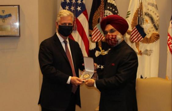 Honor of prime minister: राष्ट्रपति डोनाल्ड ट्रंप ने अमेरिका के सर्वोच्च सम्मान लीजन ऑफ मेरिट से पीएम मोदी को नवाजा