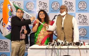 बीजेपी सांसद की पत्नी ने थामा TMC का दामन, नाराज पति देंगे तलाक, बोली-दागियों को शुद्ध करने किस साबुन का इस्तेमाल किया