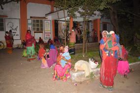 नसबंदी के लिए पांच घंटे भूखी-प्यासी बैठी रही महिलाएं - शाम छह बजे जबलपुर से पहुंचे सर्जन, तब शुरू हो पाया ऑपरेशन