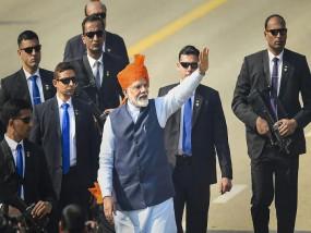 गणतंत्र दिवस पर प्रधानमंत्री मोदी ने देशवासियों को दीं शुभकामनाएं, शहीद जवानों को दी श्रद्धांजलि