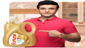 सोशल मीडिया पर किरकिरी के बाद अडानी की कंपनी ने बंद किए गांगुली के 'सेहतमंद तेल' वाले विज्ञापन