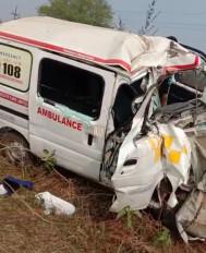अज्ञात वाहन से टकराई एम्बुलेंस, तीन की मौत - शहडोल-बुढ़ार मार्ग पर लालपुर हवाई अड्डे के समीप हादसा