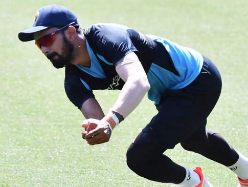 टेस्ट सीरीज से बाहर हुआ ये इंडियन क्रिकेटर, सोशल मीडिया पर लोग बोले- 'सब चोटिल हो जाएंगे सिर्फ शास्त्री बचेगा'