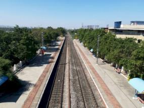 रेलवे पटरी पर मिली 21 साल के लड़के और 19 साल की लड़की की लाश