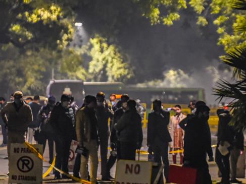 Blast in Delhi: दिल्ली में इजरायली दूतावास के बाहर विस्फोट, कुछ कारें क्षतिग्रस्त, एयरपोर्ट-सरकारी इमारतों की सुरक्षा बढ़ी