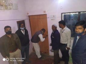 आदर्श कालोनी में चिटफंड कंपनी का दफ्तर सील - कलेक्टर के निर्देश पर एसडीएम ने पुलिस के साथ दी दबिश