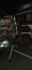 हाईवे पर ट्रक-पिकअप में भिड़ंत, 2 घायल, रूखड़ के पास हुआ हादसा