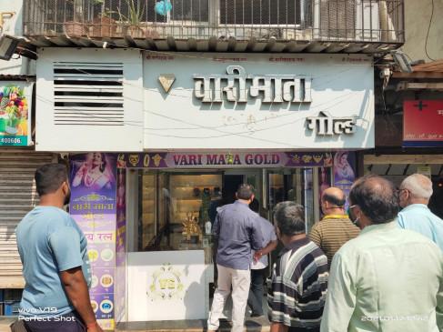 फिल्मी स्टाइल में लगाई दुकान में सेंध- चुरा लिए दुकान से 3 किलो गहने