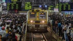 मुंबई में सभी के लिए लोकल ट्रेन शुरू करने का फैसला जल्द- मुख्यमंत्री