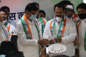 धवल सिंह मोहिते पाटील कांग्रेस में शामिल, पूर्व उपमुख्यमंत्री विजय सिंह के है भतीजे