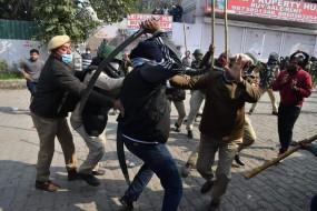 एक्शन में पुलिस: सिंघु बॉर्डर पर SHO को तलवार मारने वाले समेत 44 गिरफ्तार, हरियाणा के 17 जिलों में इंटरनेट सेवा बंद