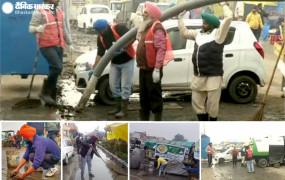 PICS: सरकार के सफाई अभियान की किसान आंदोलन में उड़ी धज्जियां, खुद के खर्चें पर सफाई कर रहे पंजाब के अन्नदाता