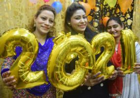भोपाल में कुछ इस अंदाज में हुआ नए साल का Welcome, देखें तस्वीरें