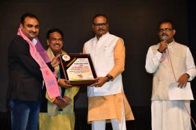 उत्तर प्रदेश स्थापना दिवस पर मुंबई मेंसम्मान समारोह, अभिषेक पांडेय को पत्रकारिता, अलोकरंजन को उत्तर युवा श्री पुरस्कार