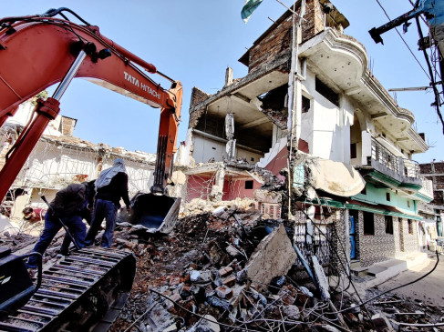 मकान, शेड पर चली जेसीबी, 2 करोड़ की सरकारी जमीन से हटे कब्जे -साढ़े 4 हजार वर्गफीटकिए गए निर्माण जमींदोज