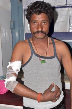 खेत से गुजर रहे दो मित्रों पर तेंदुए ने किया हमला -जिला अस्पताल में भर्ती, गांव में दहशत का माहौल