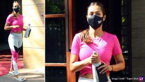 क्रॉप टॉप में दिखा मलाइका अरोड़ा का प्रेग्नेंसी स्ट्रेच मार्क, फ्लॉन्ट करती नजर आई एक्ट्रेस
