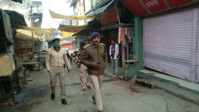 नक्सलियों ने ट्रक और ट्रैक्टरों को फूंका, पुलिस ने 3 सर्चिंग पार्टी की रवाना