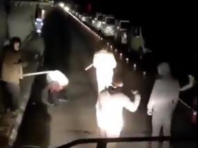 पुलिस ने टूरिस्ट को अटल टनल में जमकर पीटा, मुर्गा भी बनाया, वीडियो वायरल