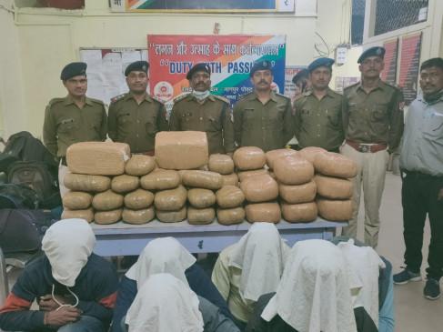 चलती ट्रेन में पकड़ा 10 लाख का गांजा, 6 युवक भी चढ़े आरपीएफ के हत्थे