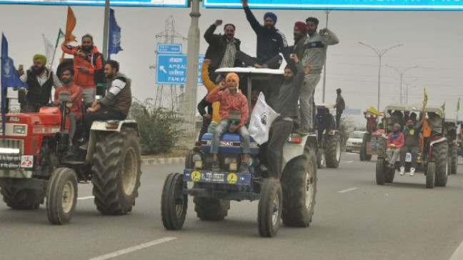 Farmers protest: गणतंत्र दिवस पर किसानों की ट्रैक्टर रैली के खिलाफ अर्ज़ी पर SC में कल सुनवाई