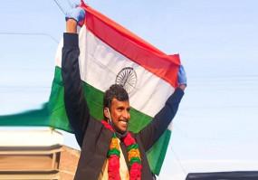 टीम इंडिया के तेज गेंदबाज टी नटराजन का राजा की तरह वेलकम, सहवाग बोले- स्वागत नहीं करोगे?