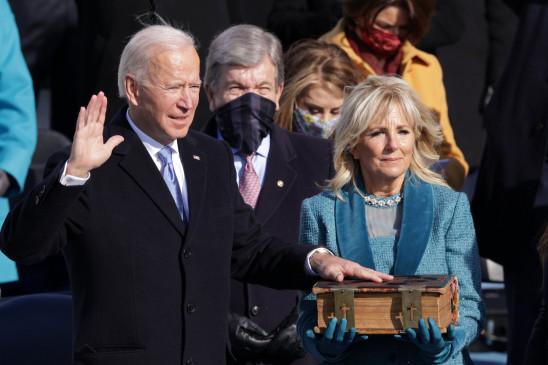 Biden Oath: अमेरिका के 46वें राष्ट्रपति बने जो बाइडेन, भारतवंशी कमला हैरिस पहली महिला उपराष्ट्रपति