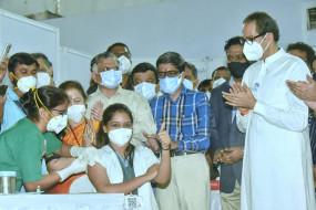 महाराष्ट्र में 285 केंद्रों पर शुरु हुआ टीकाकरण, स्वास्थ्य मंत्री ने केंद्र से मांगे और वैक्सीन