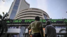 Share Market: बाजार में लगातार तीन सत्रों की तेजी के बाद लगा ब्रेक, सेंसेक्स ऊपरी स्तरों से 303 अंक टूटा