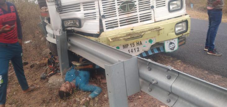 ट्रक और बाइक की भिड़ंत में युवक की मौत