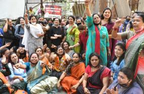 राठोड के इस्तीफे की मांग को लेकर भाजपा महिला मोर्चा ने किया प्रदर्शन