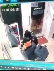 एटीएम तोडऩे का प्रयास करते बदमाश सीसीटीवी में हुए कैद, तलाश में जुटी पुलिस