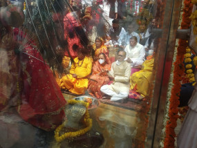 मुख्यमंत्री ने माई की बगिया में सपत्निक माँ नर्मदा की पूजा-अर्चना - नर्मदा जयंती पर हुए विविध आयोजन