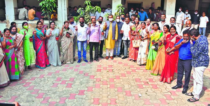 'मिनी महापौर' चुनाव से पीछे हटी कांग्रेस, 9 जोन पर 'भाजपा राज'