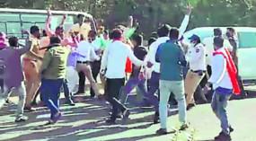 अमरावती से नागपुर आ रहे उपमुख्यमंत्री के काफिले को रोका, बिजली बिल माफ करने की कर रहे थे मांग